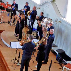 Blechbläser-Ensemble mit zwei Trompete-Solistinnen