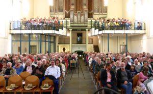 Das Publikum eines Konzerts in der Ev. Kirche Waldbröl